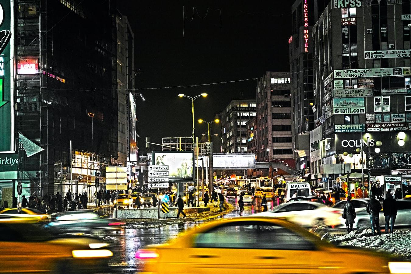 Nächtliche Straßenszene Ankara Türkei