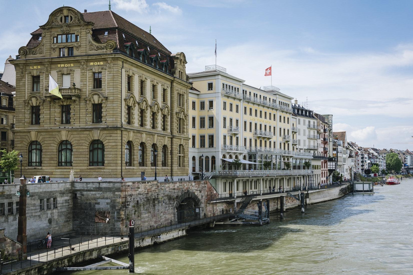 Hotel Les Trois Rois am Rheinufer in Basel Schweiz