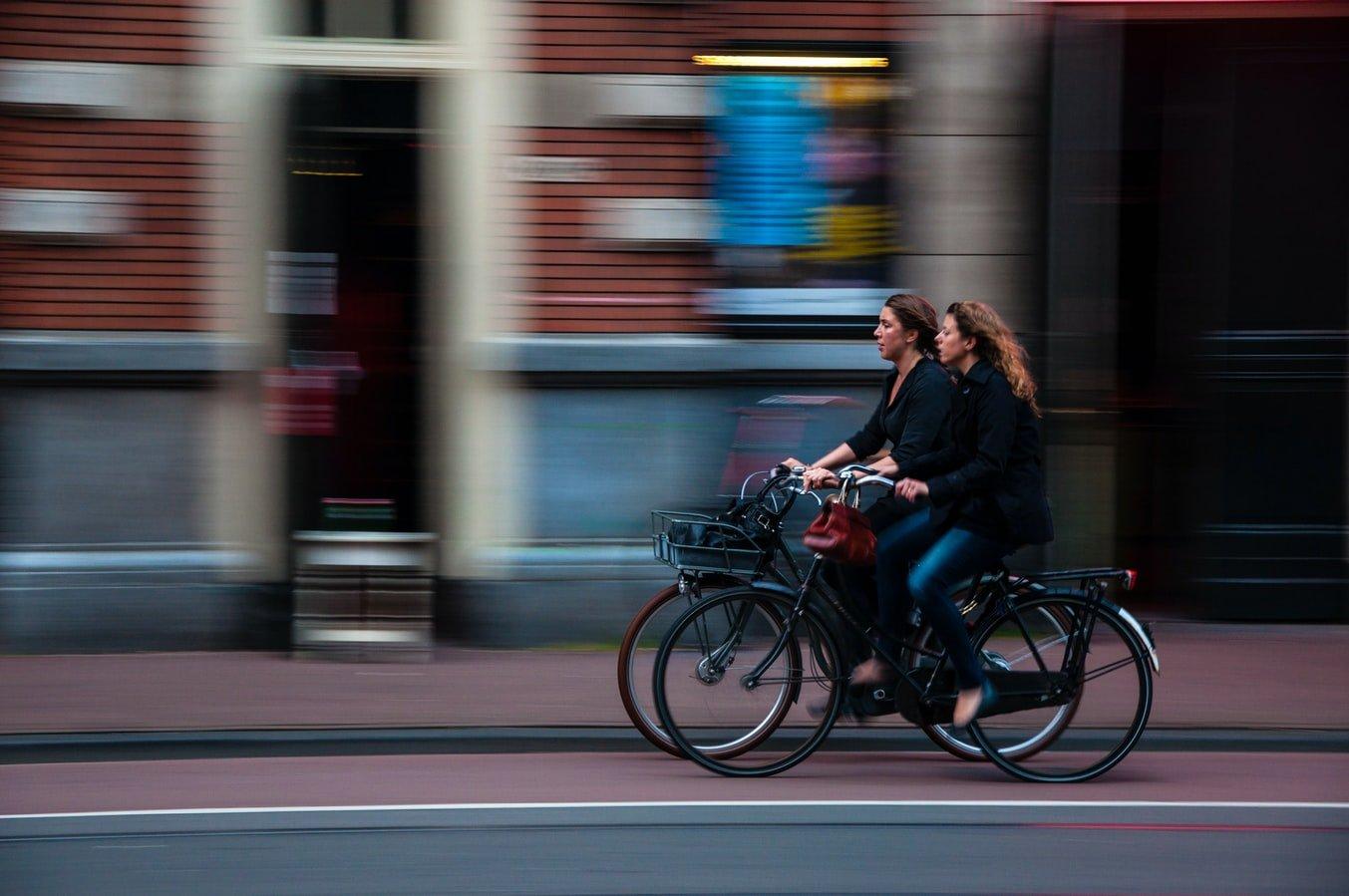 Fahrradfahrerinnen in Leuven Belgien