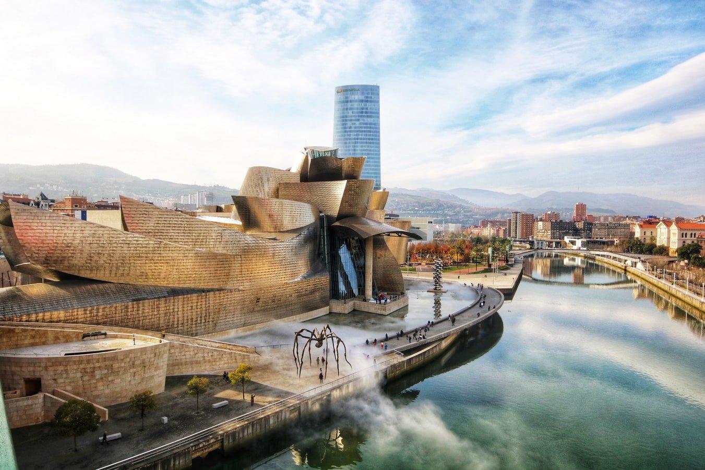 Blick auf das Guggenheim Museum in Bilbao Spanien