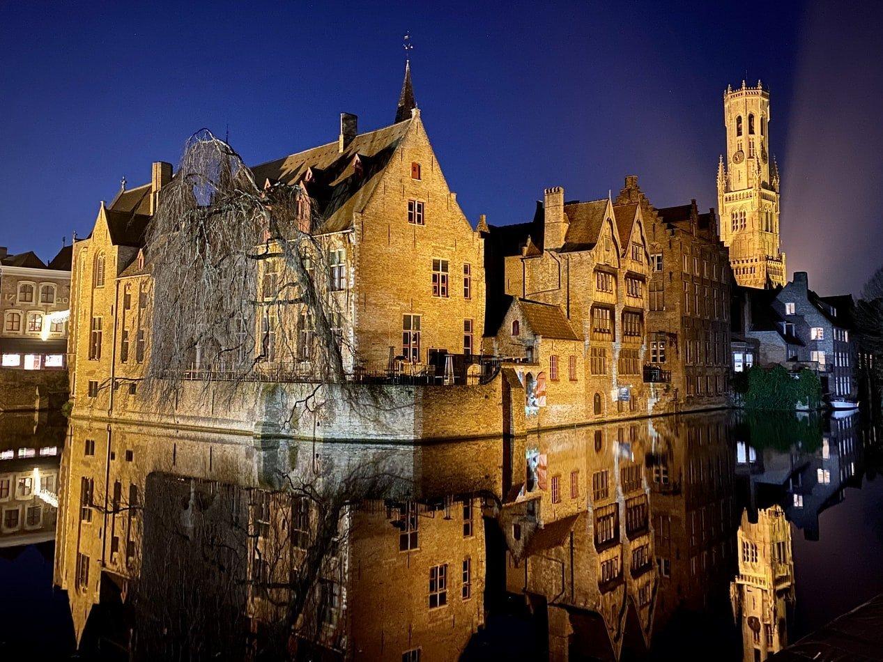 Grachten bei Nacht in Brügge Belgien