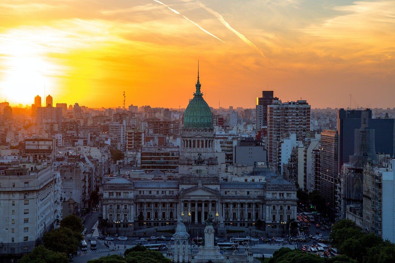 Vogelperspektive über den Plaza del Congreso auf Buenos Aires