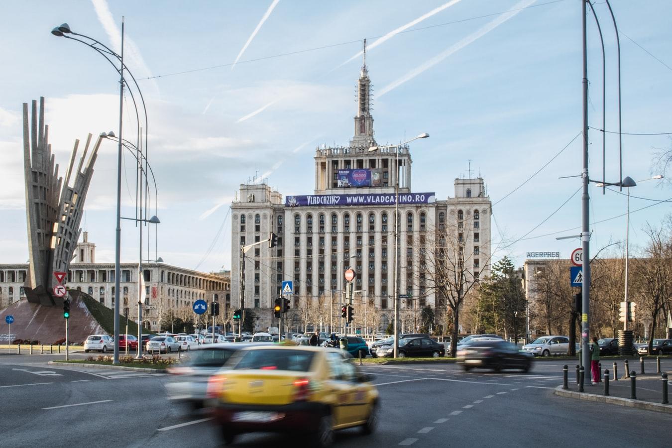 Stadtansicht mit Casa Presei Libere in Bukarest Rumänien