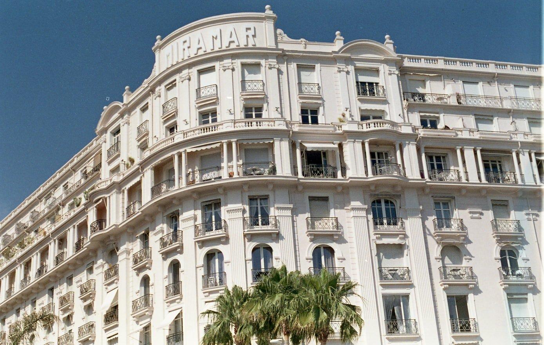 Fassade vom Palais Miramar Imperial am Boulevard La Croisette in Cannes Frankreich