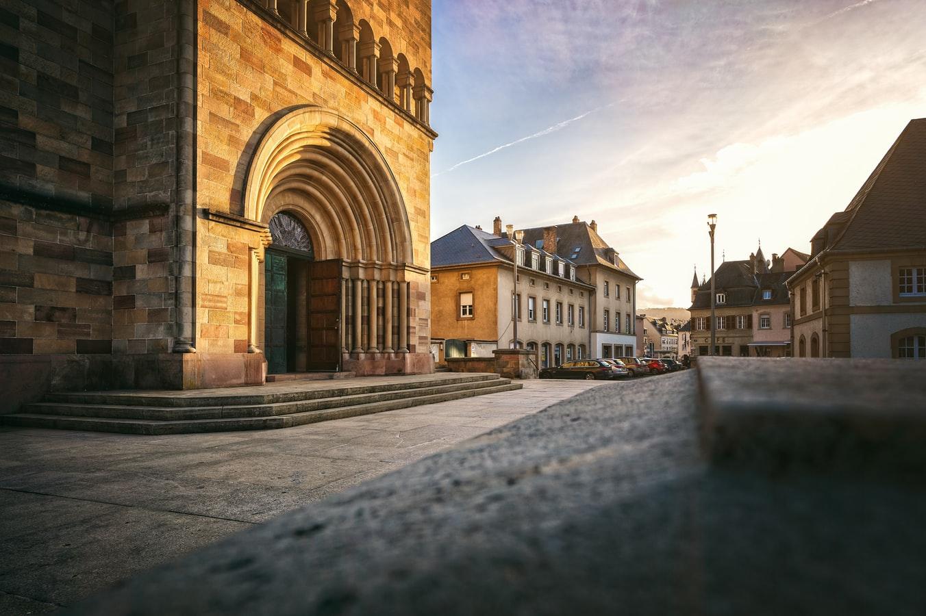 Hauptportal der Abtei in Echternach Luxemburg