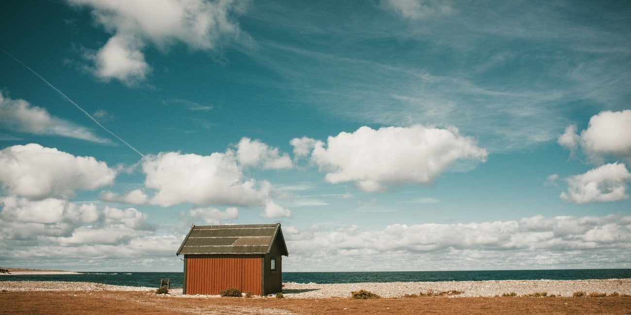 Fischerhütte am Strand auf Gotland in Schweden