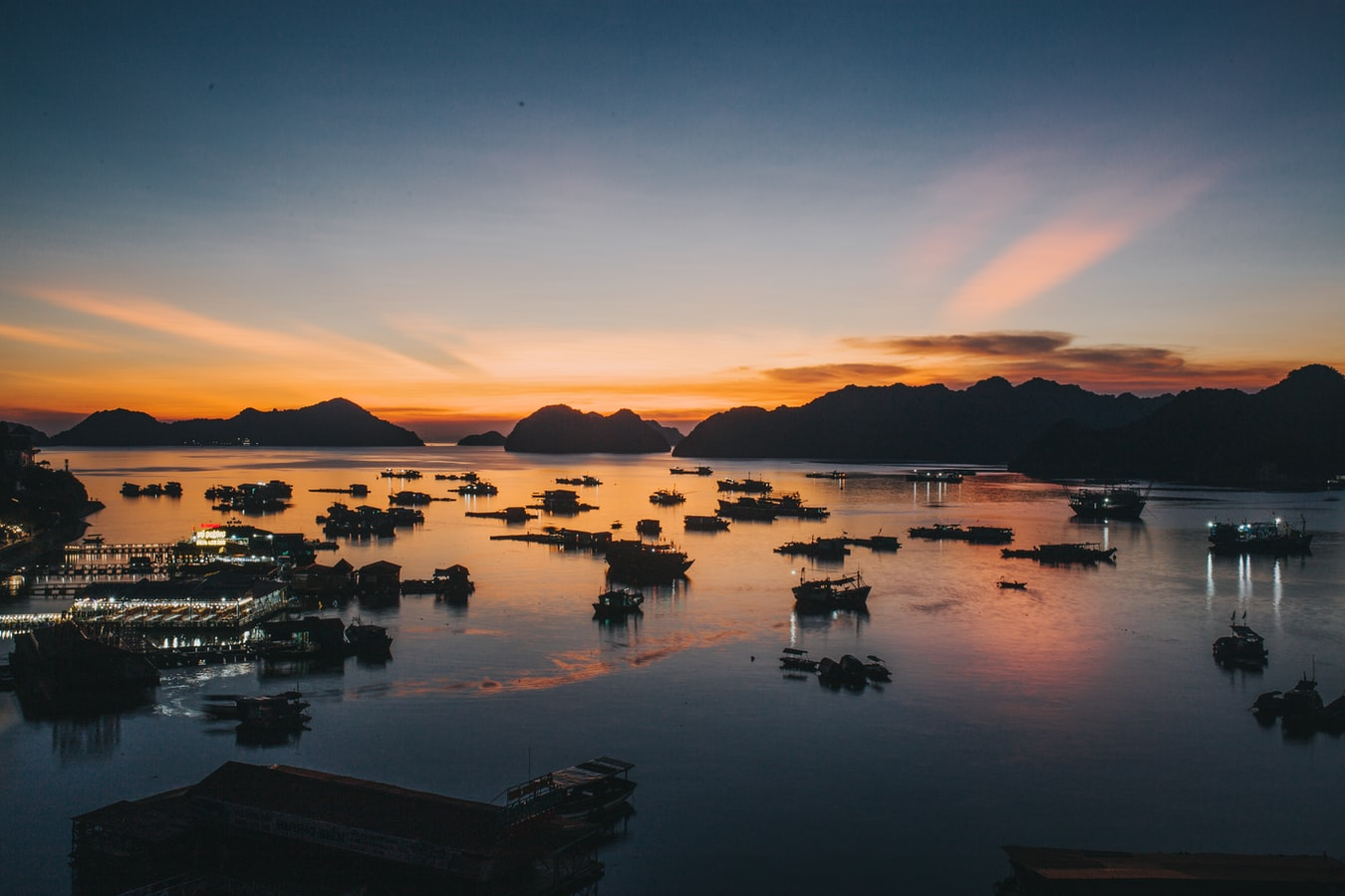 Sonnenuntergang vor Cát Bà Island Vietnam