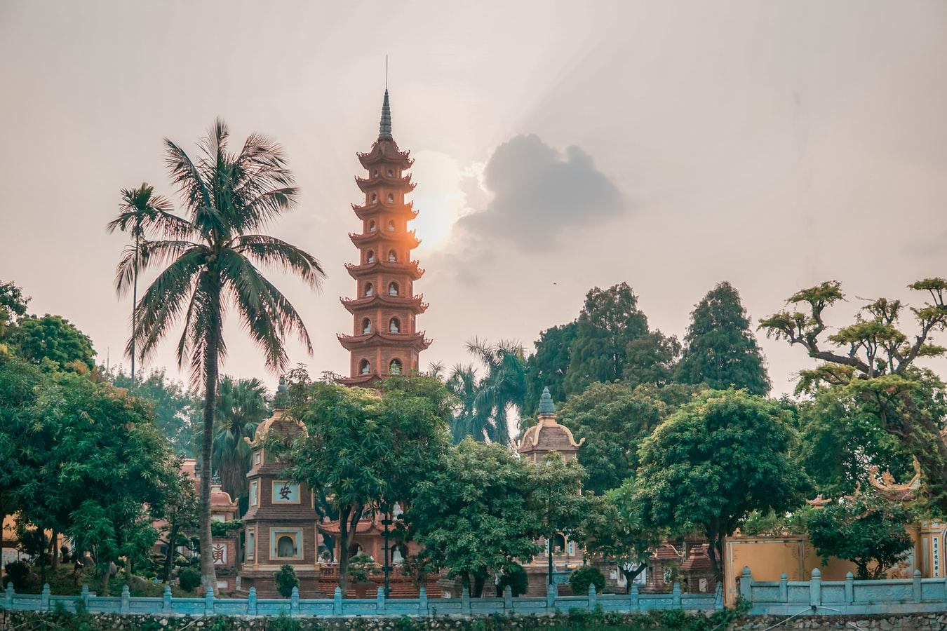 Blick auf die Tran Quoc-Pagode in Hanoi Vietnam