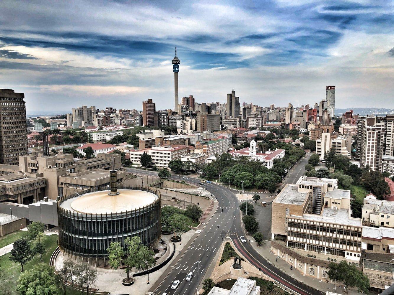 Stadtansicht mit Telkom Tower in Johannesburg Südafrika