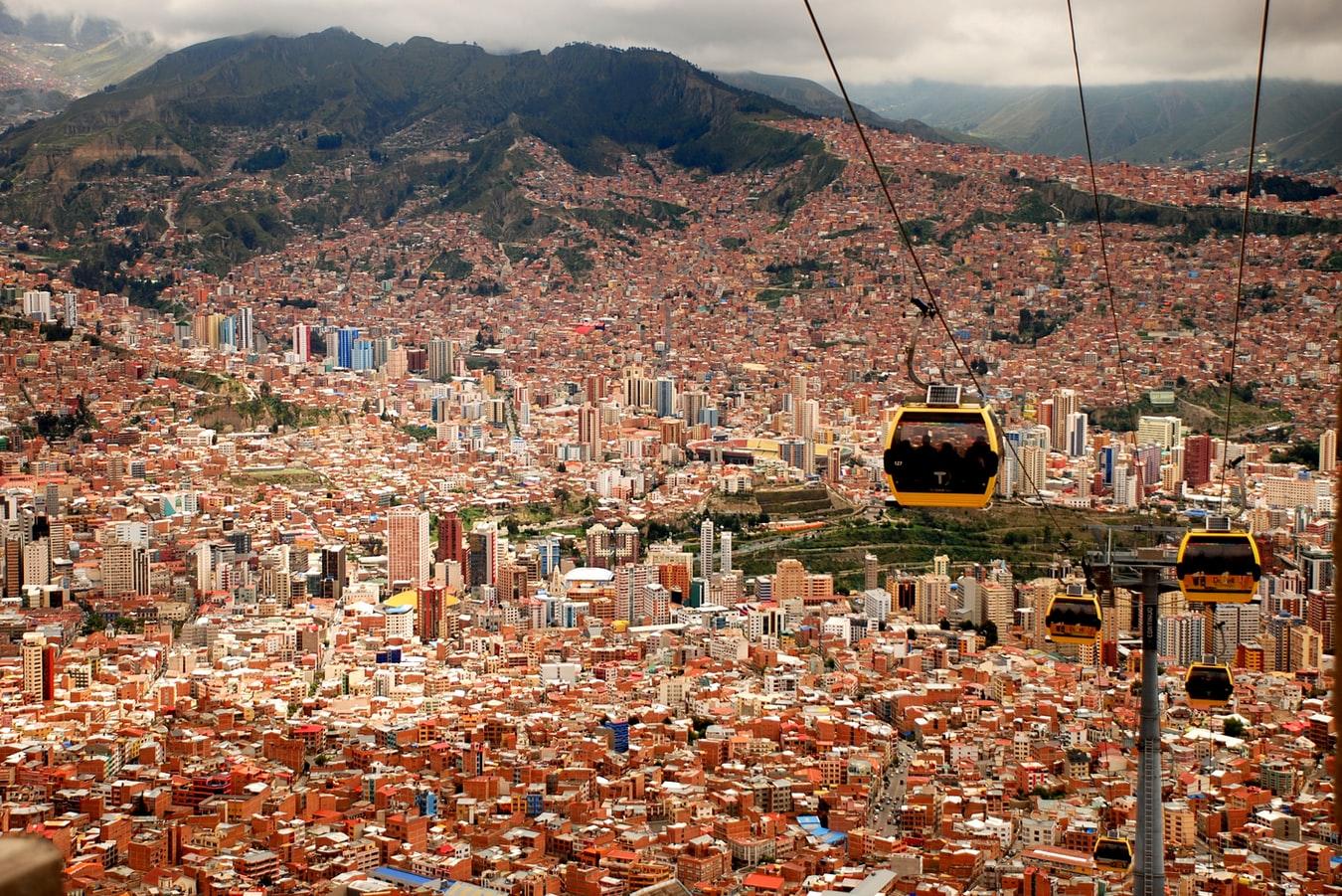 Vogelperspektive aus der Seilbahn auf La Paz Bolivien
