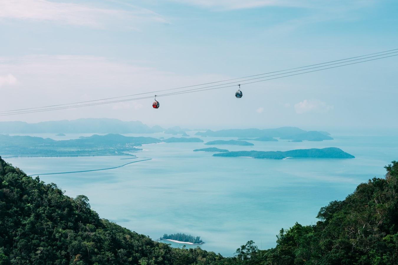 Blick auf seilbahn zur Sky-Bridge in Langkawi Malaysia