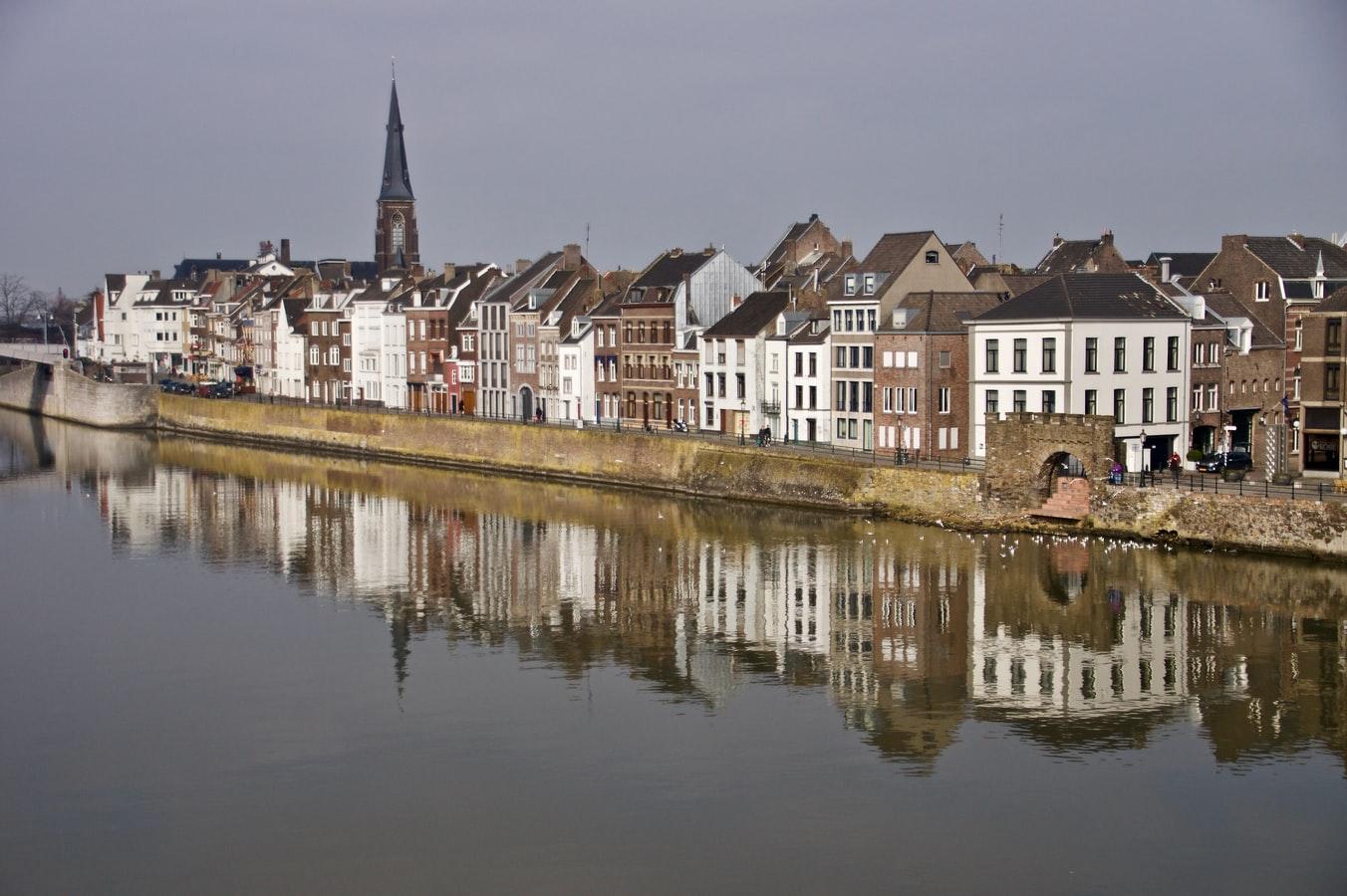 Blick über die Maas auf Maastricht Niederlande