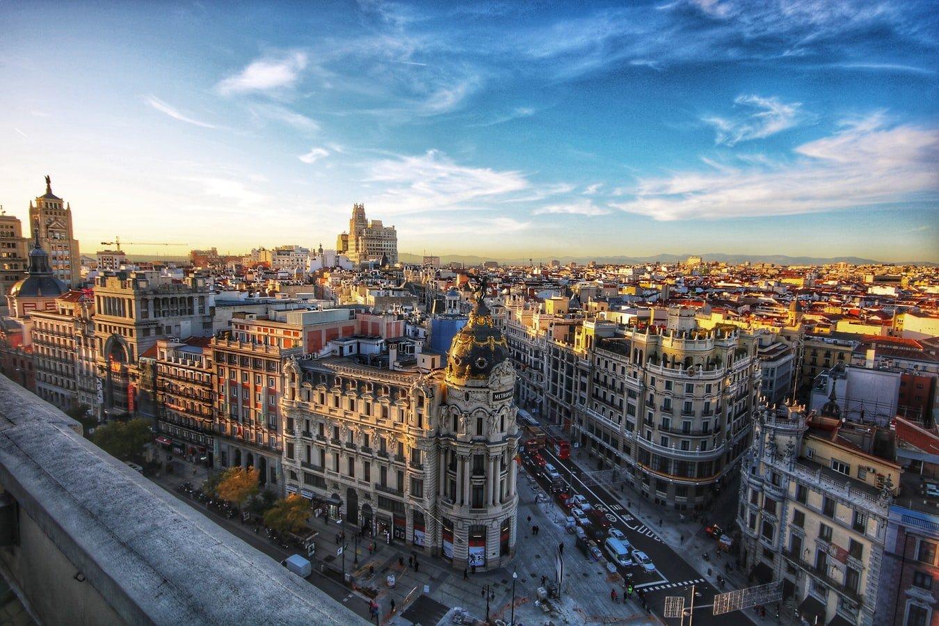 Vogelperspektive auf Metropolis-Haus an der Gran Via in Madrid Spanien