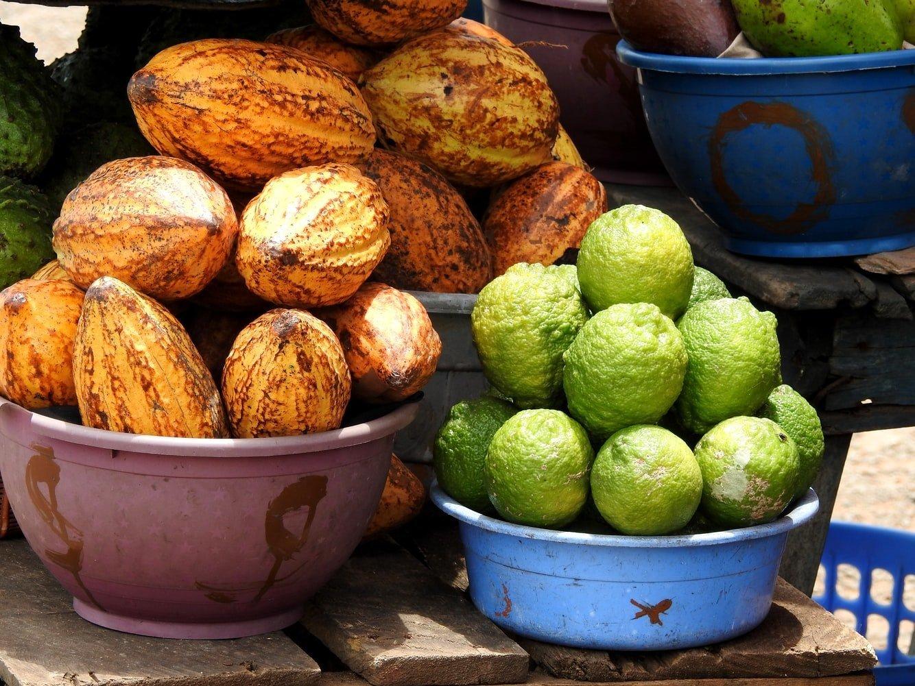 Kakao und Zitronen auf dem Kejetia Markt in Kumasi Ghana