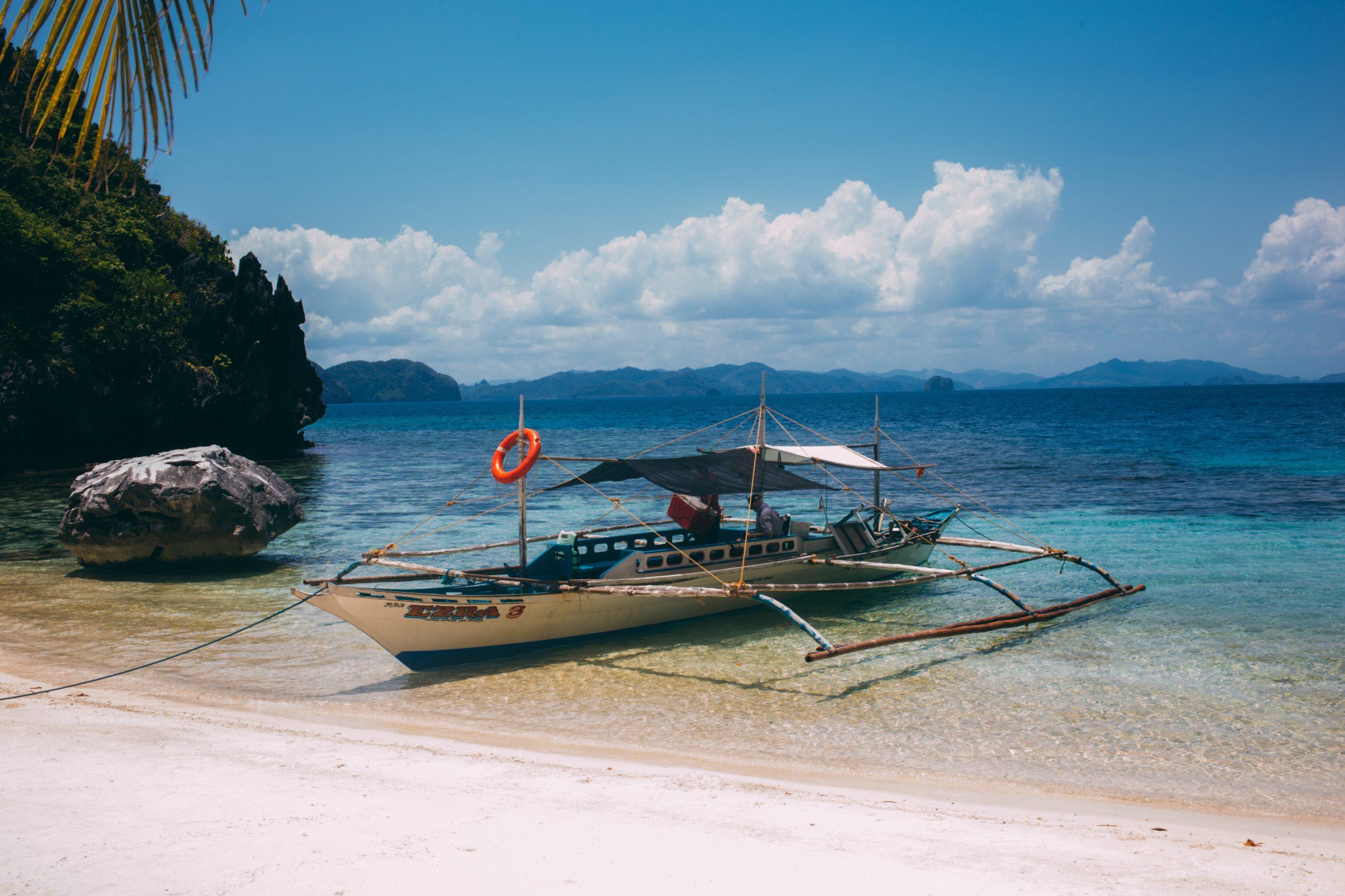 Auslegerboot am Strand von Palawan Philippinen