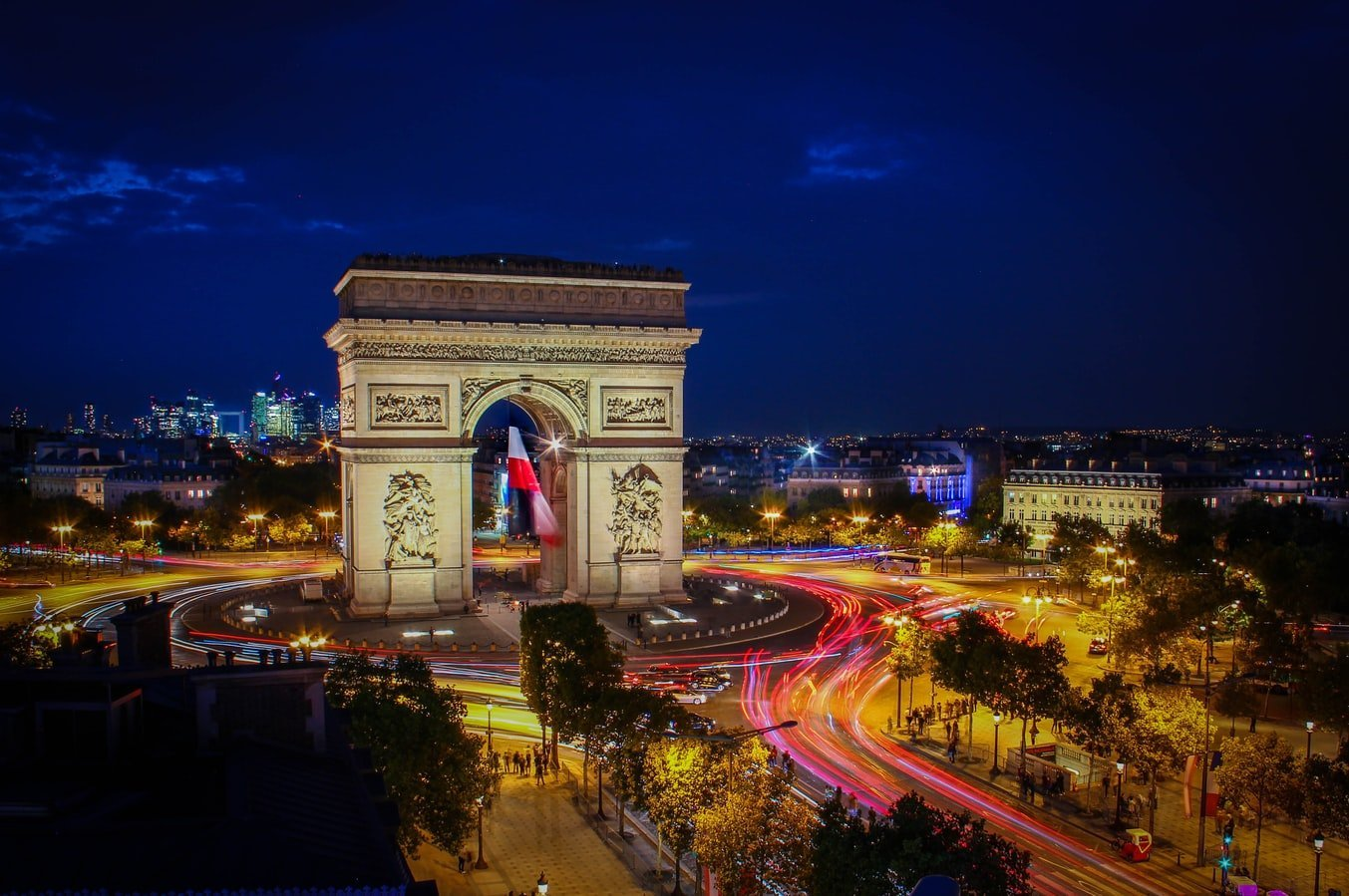 Blick auf Arc de Triomphe de l'Étoile in Paris Frankreich