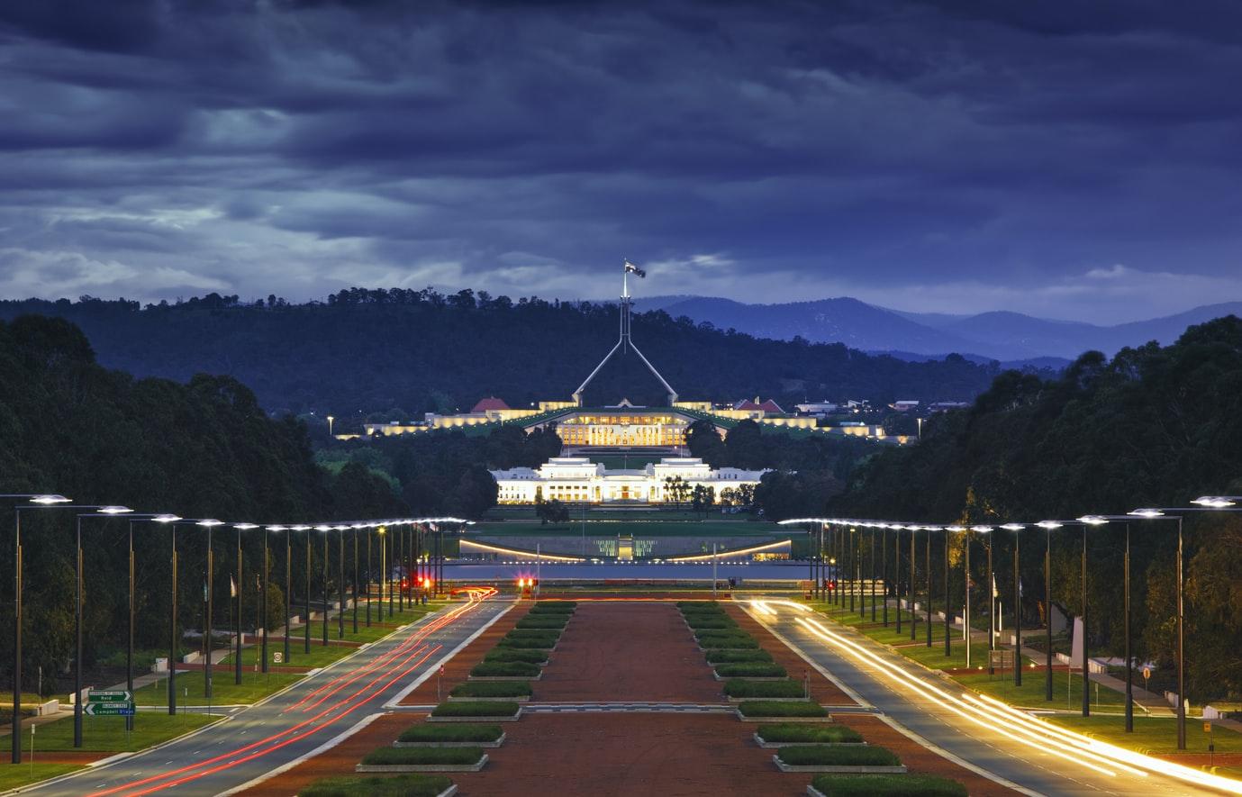 Australien Parliament House in Canberra bei Nacht