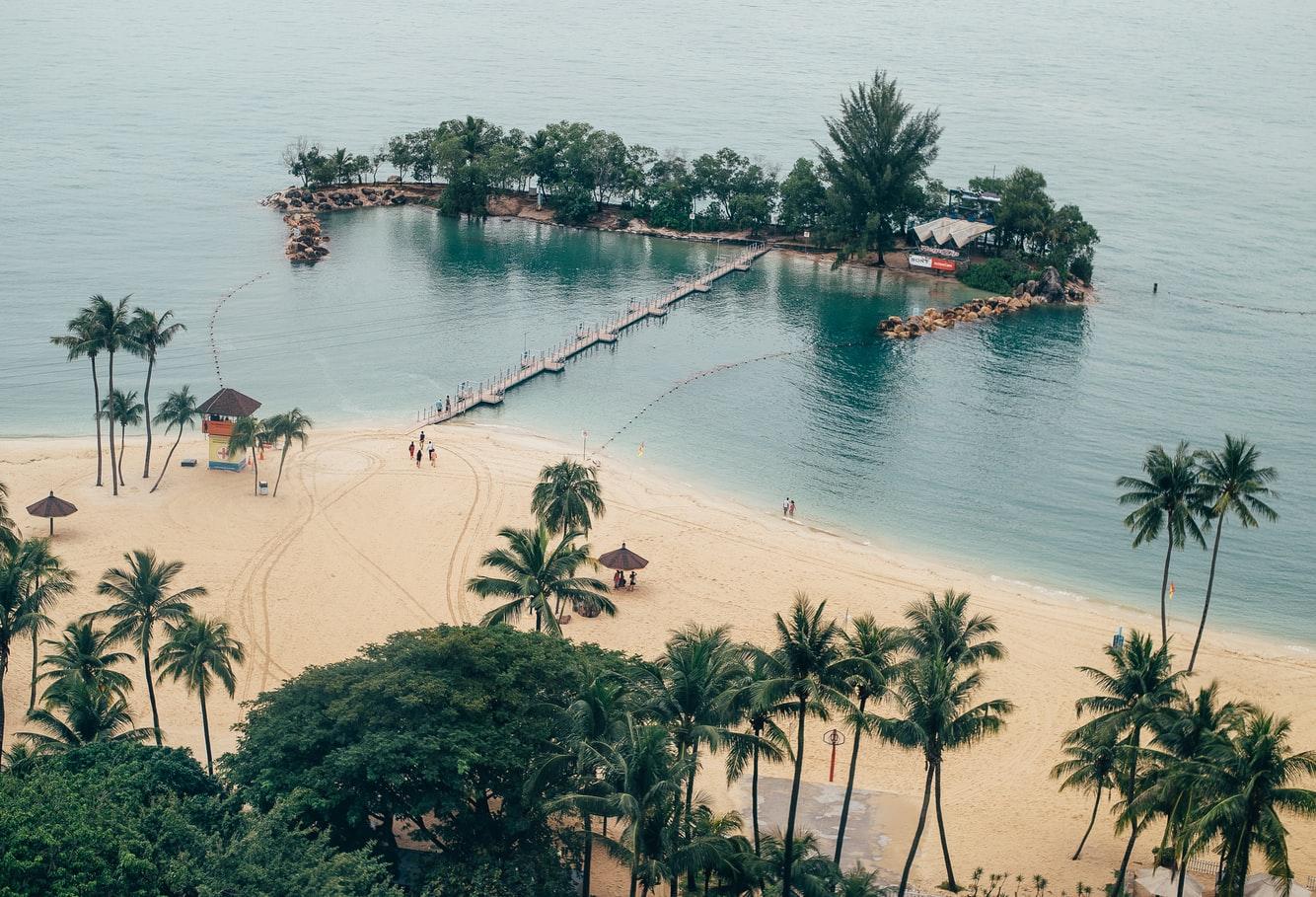 Blick von der Seilbahn auf Sentosa Beach Singapur