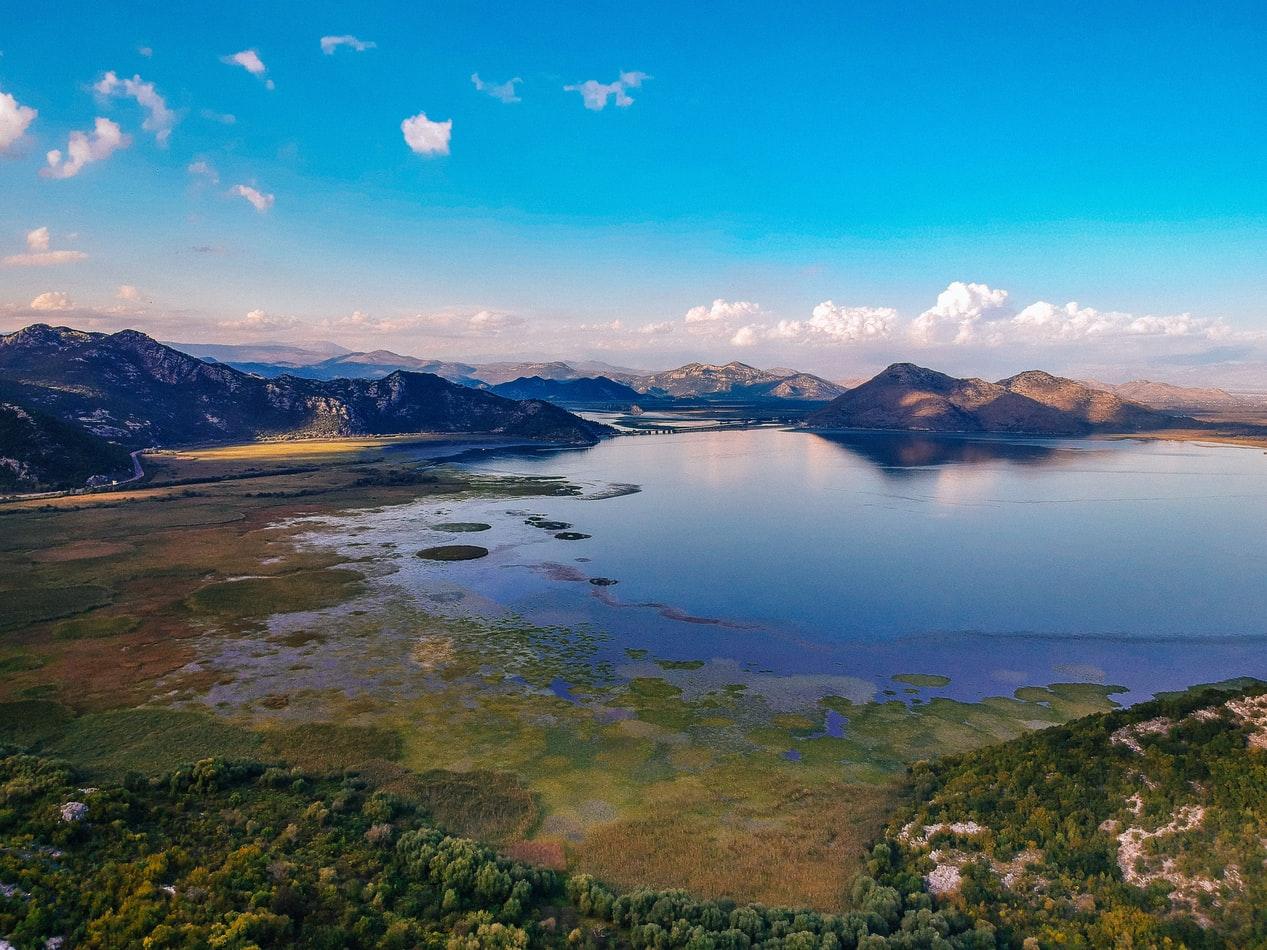 Blick auf Skadarsee in Montenegro