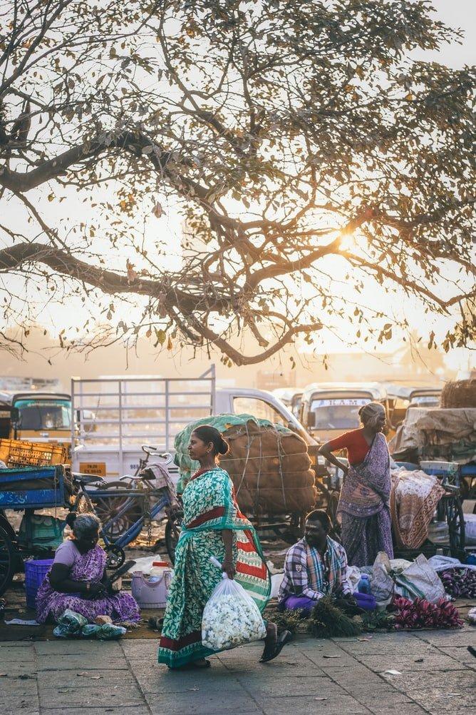 Straßenszene Koyambedu Markt Chennai Indien