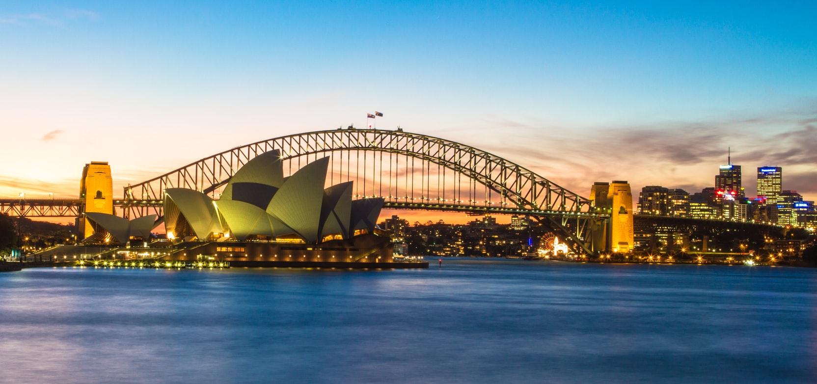 Blick auf Oper und Harbour Bridge in Sydney Autralien