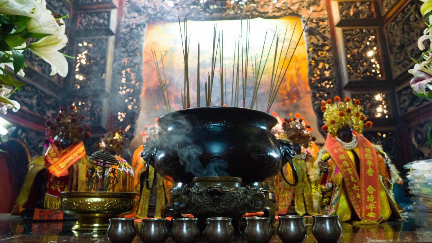 Räucherstäbchen im Tempel in Tainan Taiwan