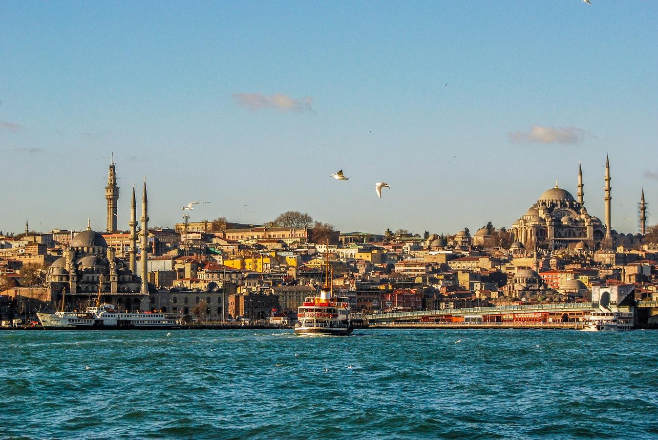 Blick übers Wasser auf Istanbul Türkei